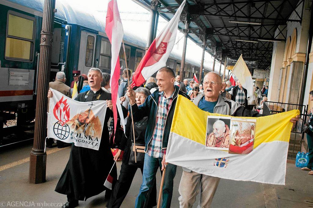 Pielgrzymi jadący na kanonizację Jana Pawła II