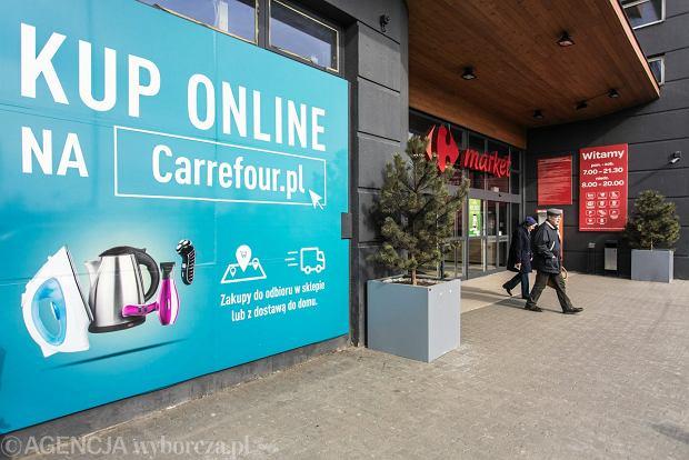 Reklama sieci Carrefour zachęcająca do zakupów online