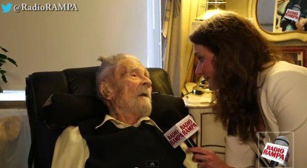 Wywiad z Alexandrem Imichem dla radia Rampa. Kadr z filmu