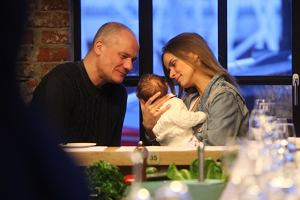Piotr Zelt i Monika Ordowska z córeczką