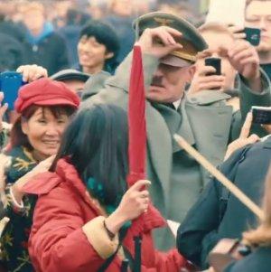 """Wpu�ci� Hitlera mi�dzy zwyk�ych Niemców. Jak zareagowali? Sam """"Hitler"""" si� przestraszy�"""