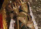Matce Bo�ej w Jaros�awiu spad�a korona. Przeor: to znak, Maryja chce now�. Ludzie nios� z�oto