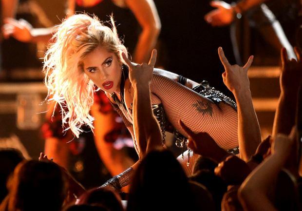 Lady Gaga nigdy nie uchodziła za wstydliwą piosenkarkę. Chętnie pokazywała swoje ciało w całej okazałości. Teraz znowu postanowiła przypomnieć, jak wyglądają jej piersi