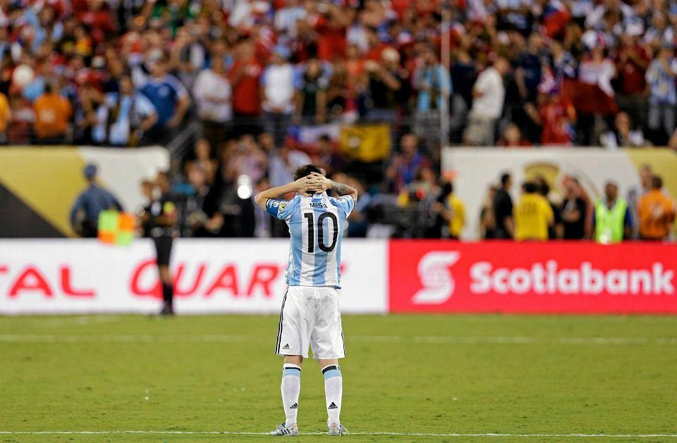 Zdjęcie numer 8 w galerii - Copa America 2016. Leo Messi w rozpaczy po porażce w finale [ZDJĘCIA]