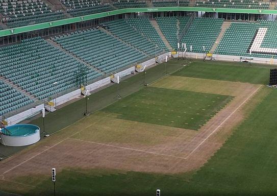 Murawa na stadionie Legii Warszawa przed meczem o Superpuchar Polski z Lechem Poznań