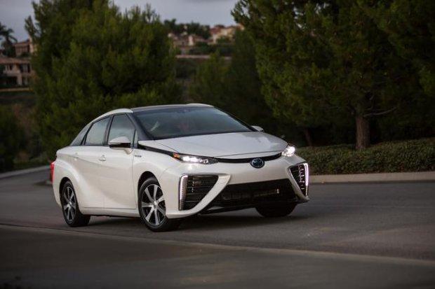 Toyota dzieli si� technologi� wodorowych ogniw paliwowych