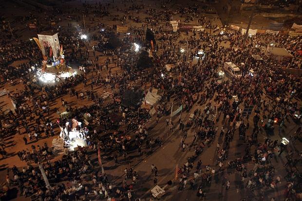 Tysiące demonstrantów zgromadziły się ponownie na największym placu Stambułu, Taksim.