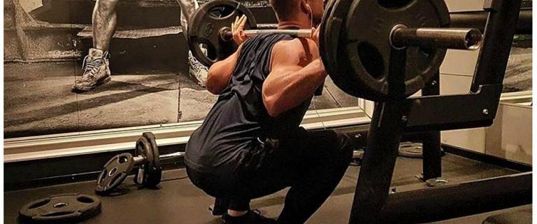 Modny tata na siłowni. Jak ćwiczy Michał Będźmirowski?