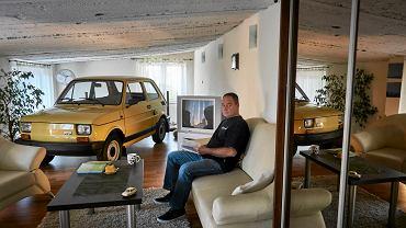 Mirosław Wypych z Gliwic trzyma w swoim mieszkaniu małego fiata