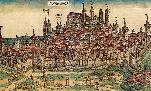 Drzeworyt przedstawiający panoramę Norymbergi z 'Kroniki świata' ('Liber Chronicarum') Hartmanna Schedla z 1493 r. Nad miastem góruje kompleks zamkowy, poniżej z lewej podpisane wieże dwóch ważnych kościołów - św. Wawrzyńca i św. Sebalda. Jeszcze na początku XX w. miasto słynęło z niepowtarzalnego dużego gotyckiego centrum, które w wyniku nalotów alianckich podczas II wojny światowej zostało prawie całkowicie zniszczone.