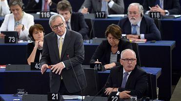 Jean-Claude Juncker i Frans Timmermans podczas obrad PE w Strasburgu,  7 lipca 2015