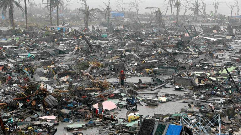 Po przejściu tajfunu na Filipinach