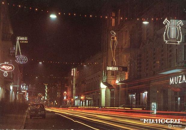 Zdjęcie numer 0 w galerii - Piotrkowska sprzed lat pełna kolorowych neonów [ARCHIWALNE ZDJĘCIA]
