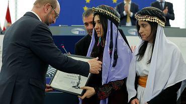 Jazydki Nadia Murad i Lamija Baszar podczas odbierania europarlamentarnej Nagrody im. Sacharowa