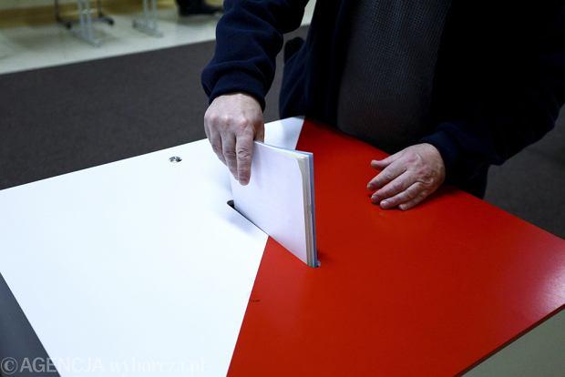Uwaga, wyborcy! Patrzcie na karty do g�osowania