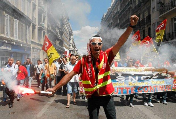 Protest związku zawodowego kolejarzy w Marsylii