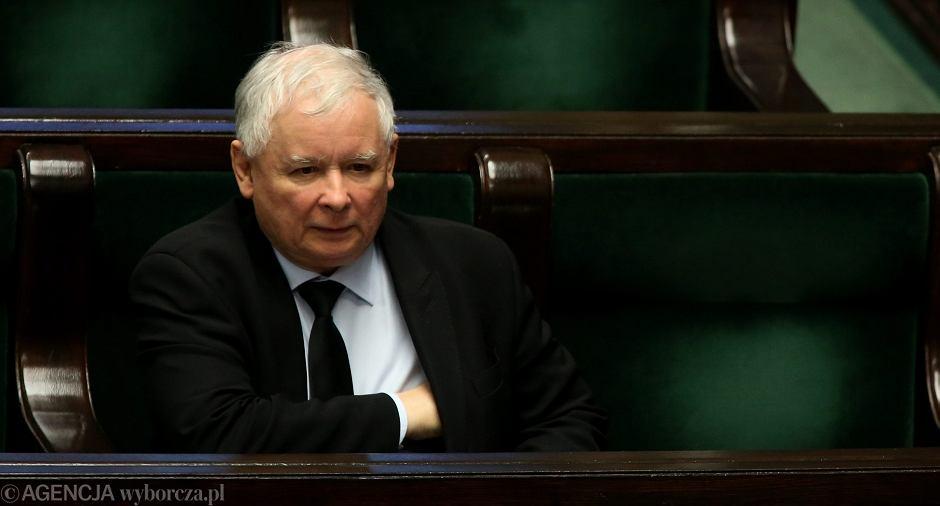 Jarosław Kaczyński na sali plenarnej Sejmu