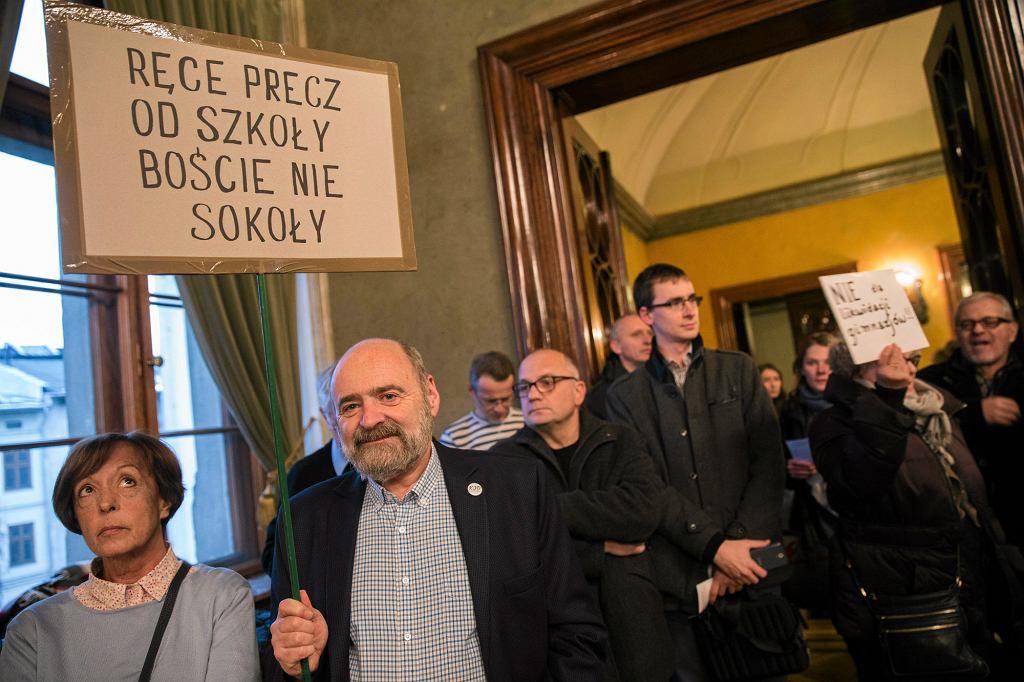 Urząd Miasta Krakowa, listopadowe posiedzenie w sprawie reformy edukacyjnej (fot. Michał Łepecki / Agencja Gazeta)