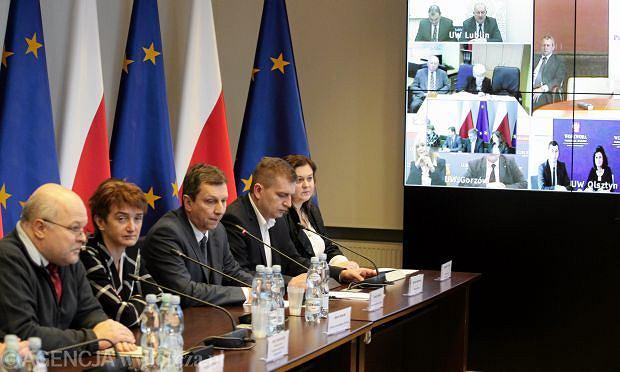 b8a40fed14 Bartosz Arłukowicz podczas widokonferencji z wojewodami ws. kryzysu w  służbie zdrowia