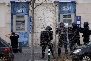 Francja: uzbrojony napastnik, kt�ry wzi�� zak�adnik�w na poczcie, zosta� zatrzymany
