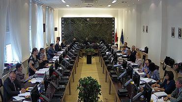Burzliwe posiedzenie KRS. Pawłowicz o niepokornych sędziach: 'Nie po to była reforma, żeby takie osoby najbezczelniej składały teraz zgłoszenia!'