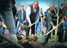Gazowy potentat, człowiek Janukowycza w rolls-roysie. Sprawdziliśmy, u kogo pracuje Kwaśniewski