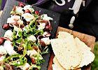 Mozzarella z anchois i wi�niami