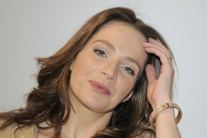 Anna Dereszowska zachwyca w wiosennej stylizacji. Ci��owe kr�g�o�ci s� ju� coraz bardziej widoczne