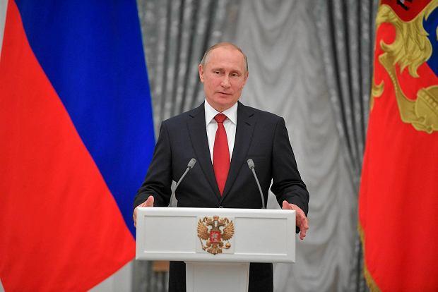 Władimir Putin: Udzielimy azylu byłemu szefowi FBI, jeśli będzie prześladowany