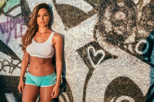 Ana Cheri. Piękna modelka podnosi duże ciężary