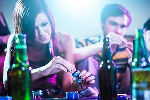 Młodzi piją i biorą narkotyki? Tak, ale robili to zawsze. Niepokojąca zmiana: dziewczyny równają do chłopców