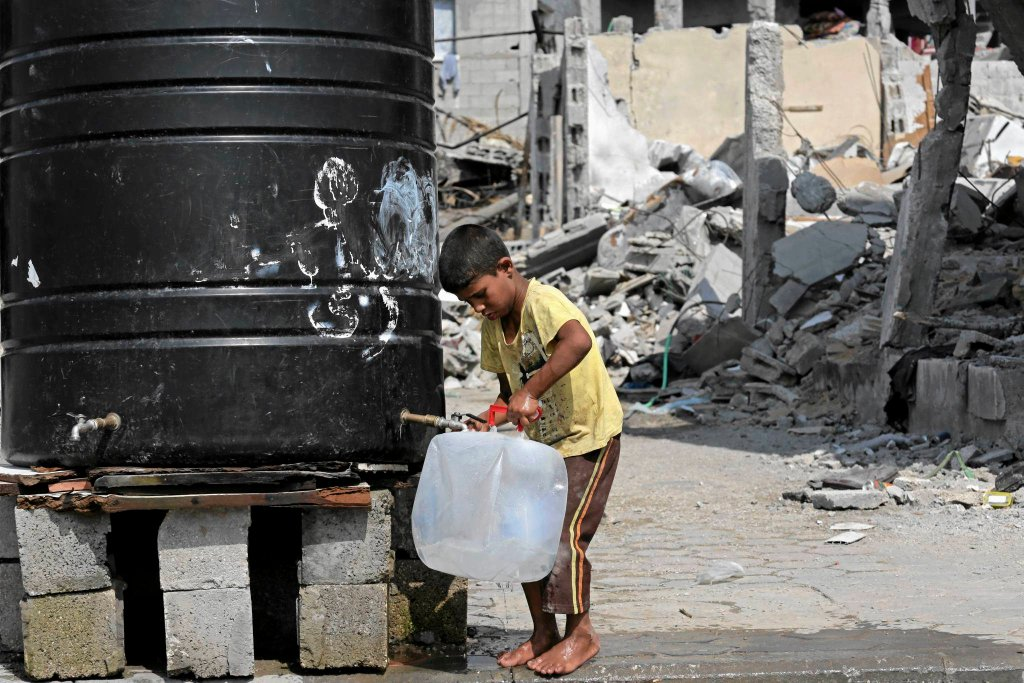 Problem z dostępem do wody pitnej jest globalny. Zbiornik z wodą pitną w Strefie Gazy.