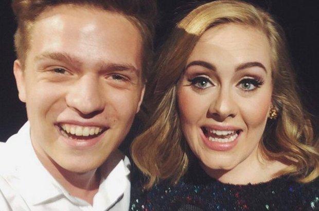 """O takiej przygodzie, jaką przeżyło pięcioro polskich nastolatków, miliony fanów Adele mogą jedynie pomarzyć. Uścisnąć dłoń i jeszcze śpiewać """"Happy birthday"""" dla idolki? Brzmi nierealnie, ale wydarzyło się naprawdę, a w dodatku spotkało to Polaków."""