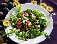 Grillowane �liwki z gorgonzol�, chilli i syropem klonowym