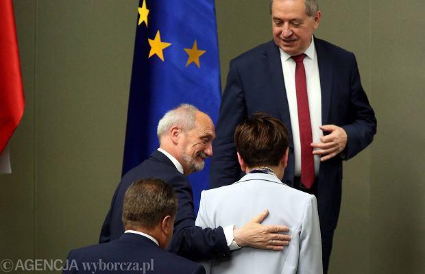 Minister obrony Antoni Macierewicz i premier Beata Szydło