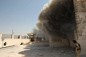 """Syryjscy rebelianci oskarżeni o mordowanie cywilów. """"Widać ich krew"""" [RAPORT]"""