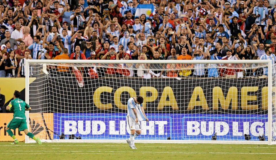 Zdjęcie numer 7 w galerii - Copa America 2016. Leo Messi w rozpaczy po porażce w finale [ZDJĘCIA]