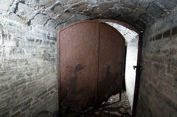 Na wejście do podziemnych korytarzy robotnicy natrafili robotnicy podczas prac w Sztolni Królowa Luiza w rejonie ulicy Sienkiewicza