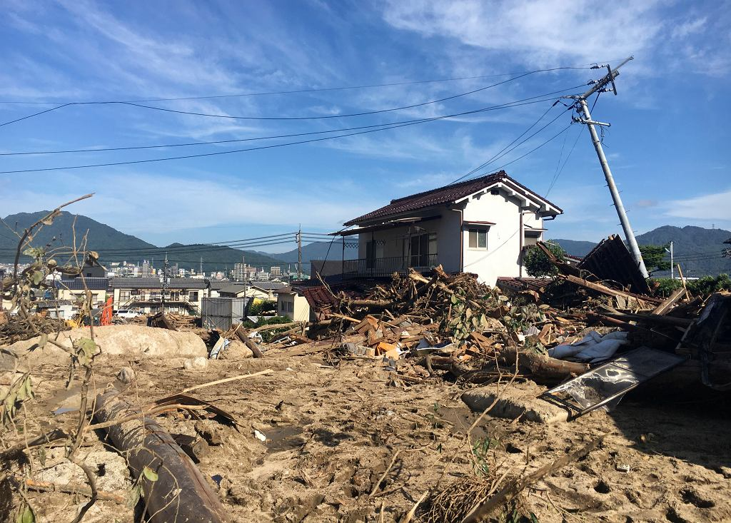 Skutki powodzi i deszczów w Japonii