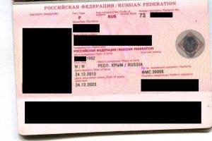 Miejsce urodzenia: Republika Krym, Federacja Rosyjska. Taki paszport wystawiono ju� trzy miesi�ce przed aneksj�