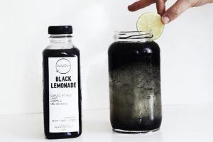 Czarna lemoniada to prawdziwy hit! W czym tkwi jej sukces? Sprawdziliśmy!