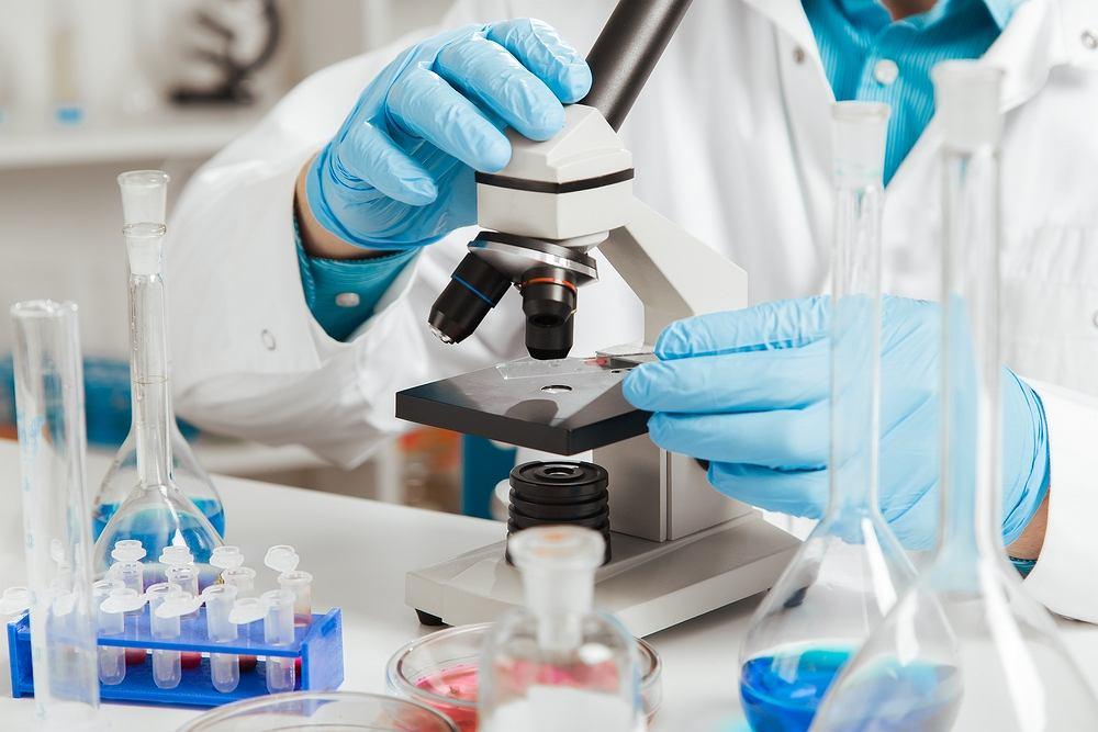 Za pomocą biopsji pozyskuje się do badania materiał biologiczny z tkanek, co do których istnieje podejrzenie zmian chorobowych