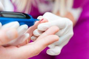 Hipoglikemia (atak cukrzycowy) - jak pomagać?