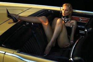 Bardzo seksowna Charlize Theron w nowej sesji dla W Magazine [ZDJĘCIA]