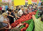 Jęczą sklepy i dostawcy. PiS tak reguluje rynek spożywczy, że uderza też w producentów żywności