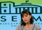 """Ewa Stankiewicz w Sejmie mówi o """"pełniących obowiązki Polaka"""". Protestującym wyłączano mikrofony"""