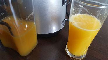 Sok z ananasa, pomarańczy, mango i odrobiny szpinaku