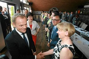 """Premier Donald Tusk na bulwarze w Gorzowie. Licealistka pyta: """"Dlaczego udaje pan patriot�, a jest zdrajc� Polski?"""" [WIDEO, ZDJ�CIA]"""