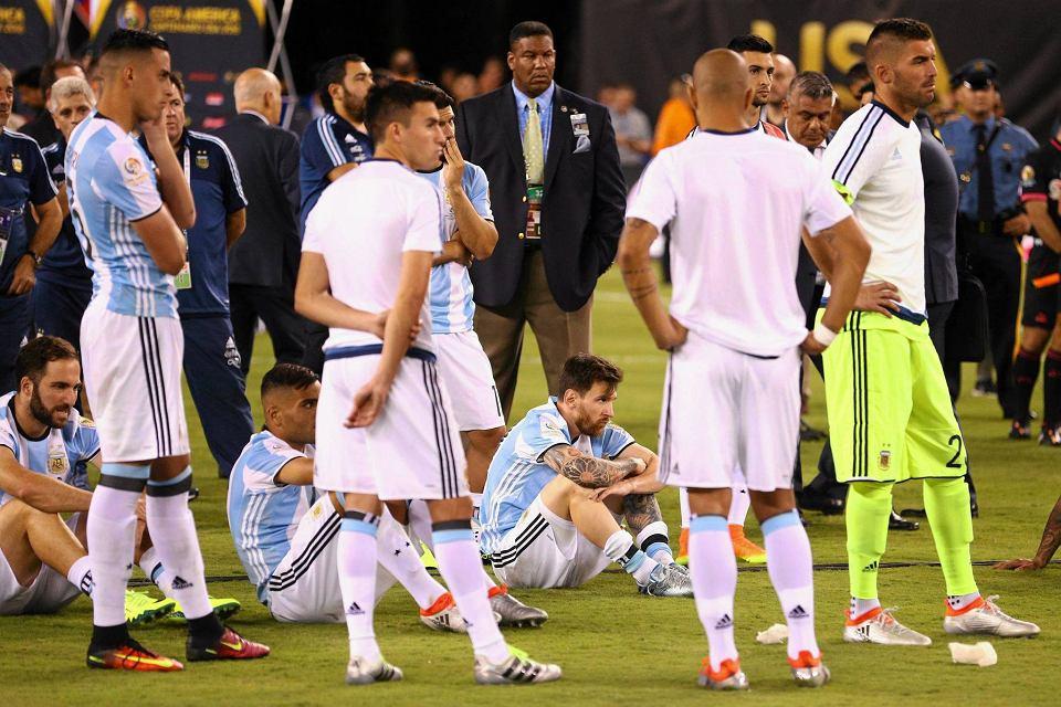 Zdjęcie numer 3 w galerii - Copa America 2016. Leo Messi w rozpaczy po porażce w finale [ZDJĘCIA]