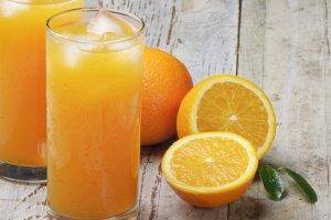 Świeżo wyciskany czy ze sklepu? Który sok pomarańczowy jest najlepszy? [TEST SMAKU]